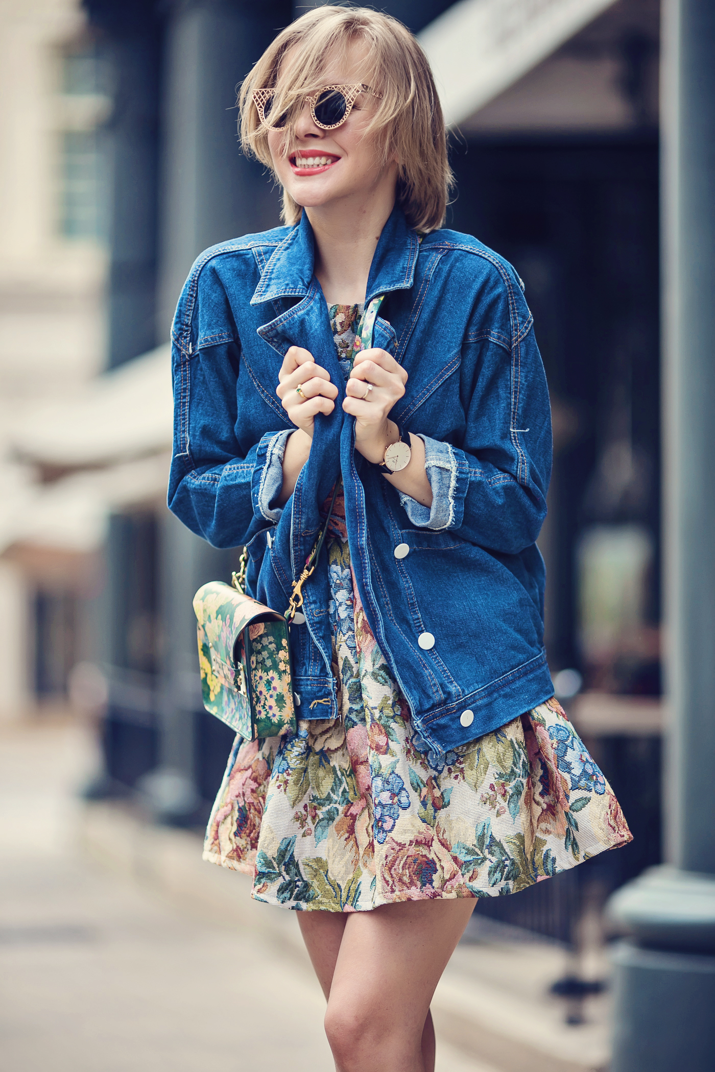 darya kamalova a fashion blogger from thecablook is wearing chicwish dress with denim boyfriend jacket and gold espadrilles with sophie hulme flower bag-39