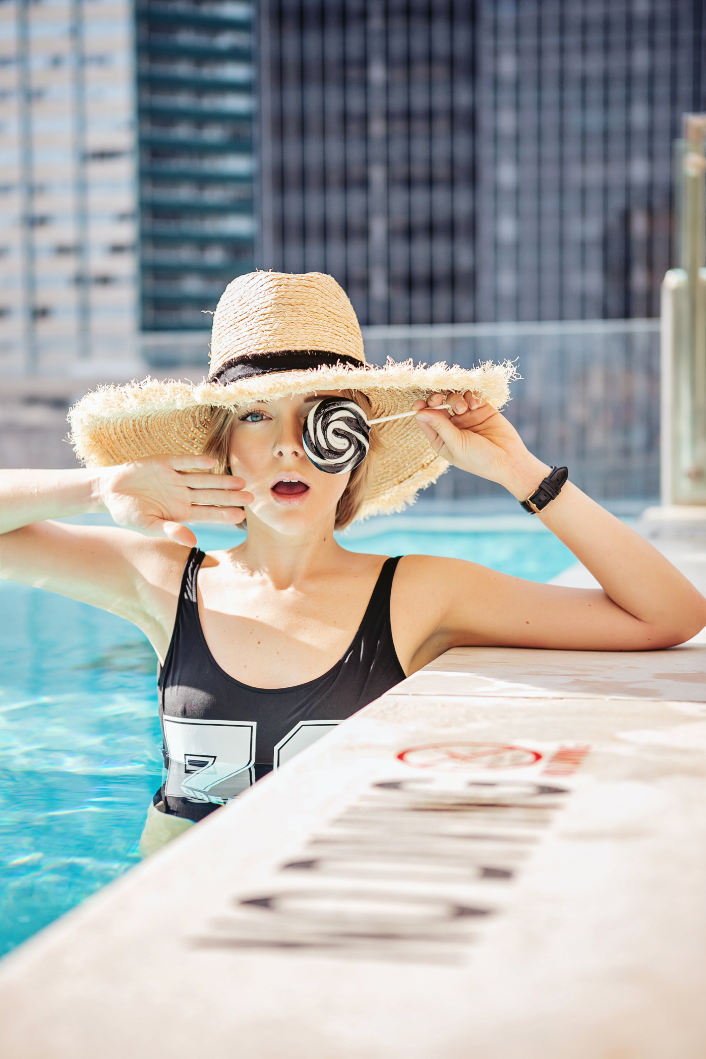 darya kamalova a fashion blogger from thecablook in dallas texas in jolie hotel in the roof swimming pool in zara one piece swimming suit and straw large hat for rewardstyle rsthecon-57