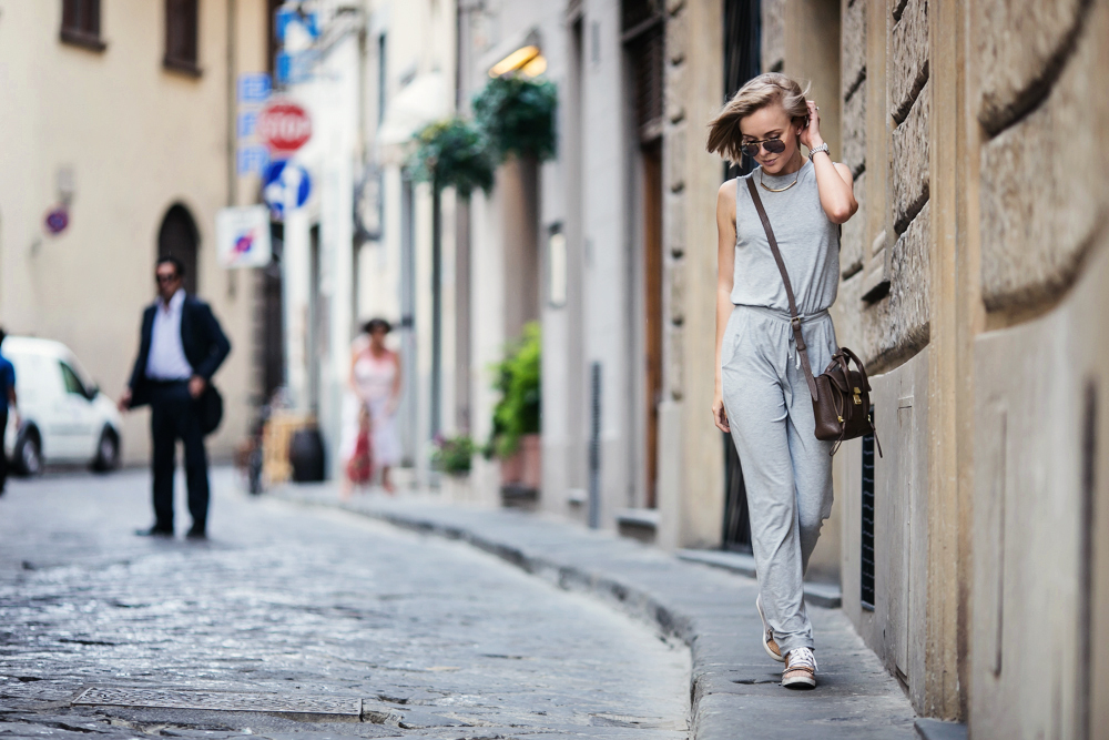 darya kamalova from thecablook com wearing asos grey jumpsuit with high sneakers and phillip lim pashli mini bag in taupe for firenze4ever in florence with luisaviaroma-13 copy