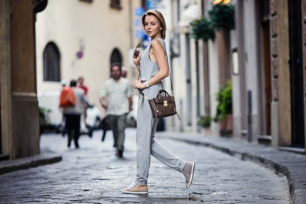 darya kamalova from thecablook com wearing asos grey jumpsuit with high sneakers and phillip lim pashli mini bag in taupe for firenze4ever in florence with luisaviaroma-26 copy