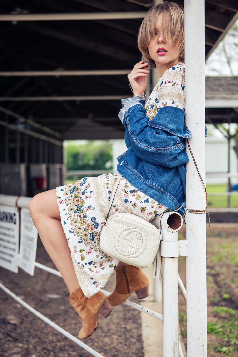 darya kamalova russian italian fashion blogger from thecablook in dallas on ranch in denim jacket and floral dress with ash booties and gucci disco bag-27 copy