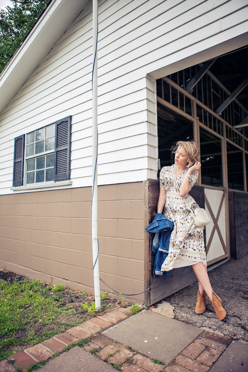 darya kamalova russian italian fashion blogger from thecablook in dallas on ranch in denim jacket and floral dress with ash booties and gucci disco bag-41 copy