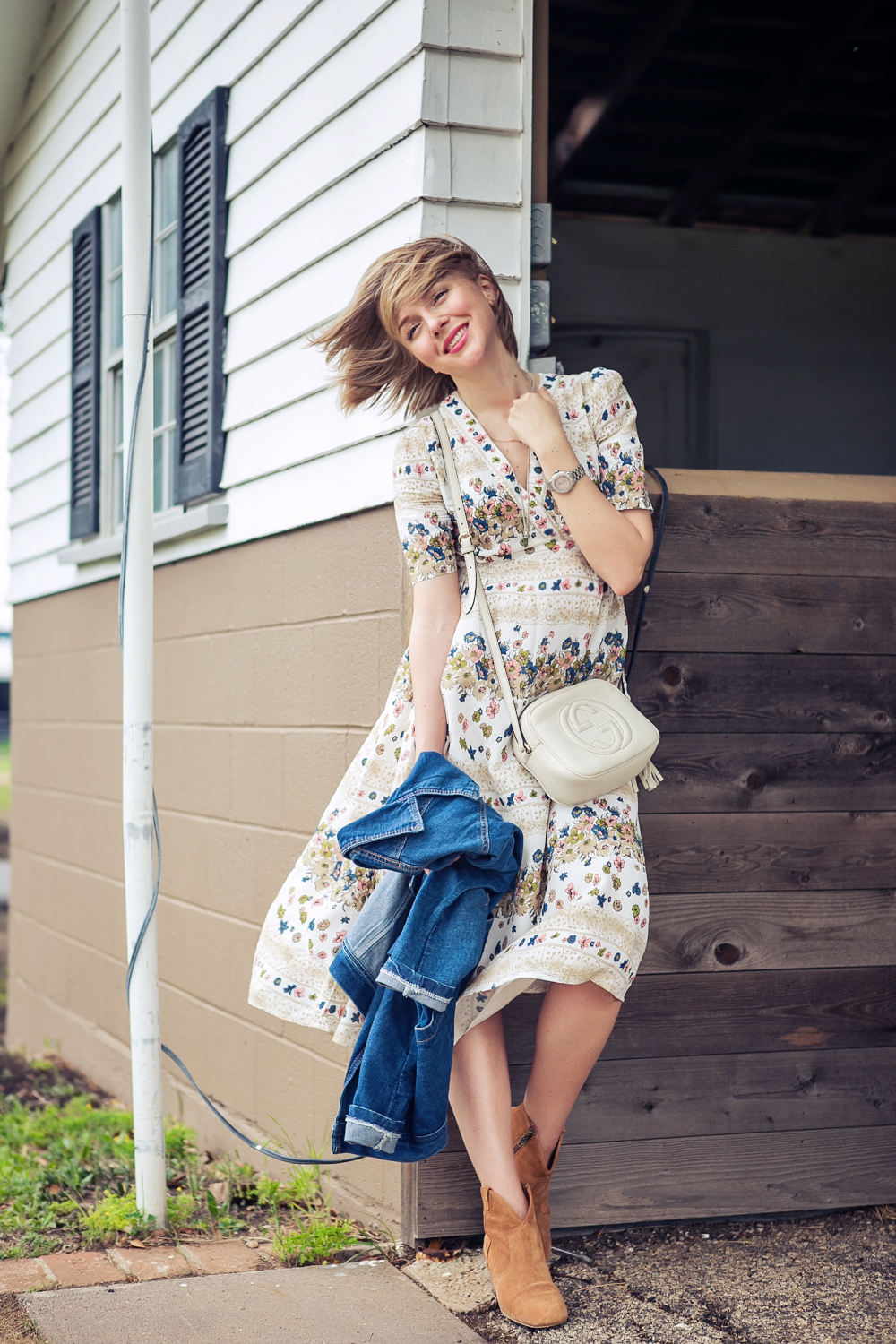darya kamalova russian italian fashion blogger from thecablook in dallas on ranch in denim jacket and floral dress with ash booties and gucci disco bag-47 copy