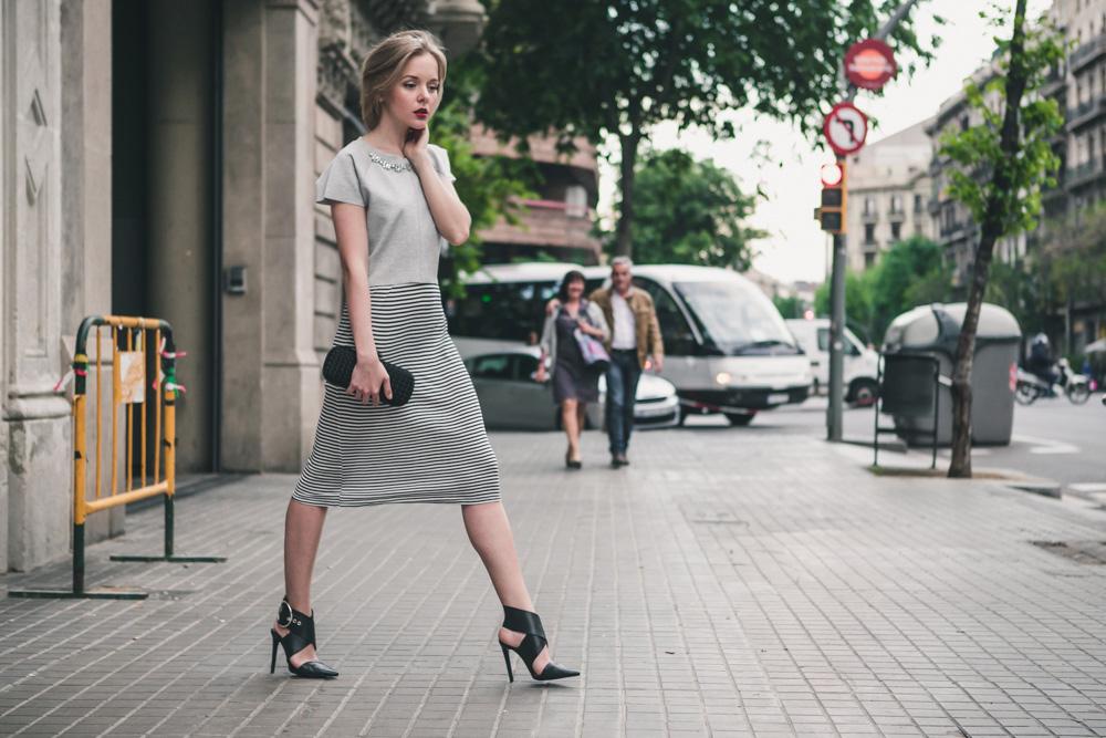 darya kamalova fashion blogger from thecablook in trip in Barcelona Spain with Pronovias wearing zara striped dress bottega veneta knot clutch for press dinner-0927