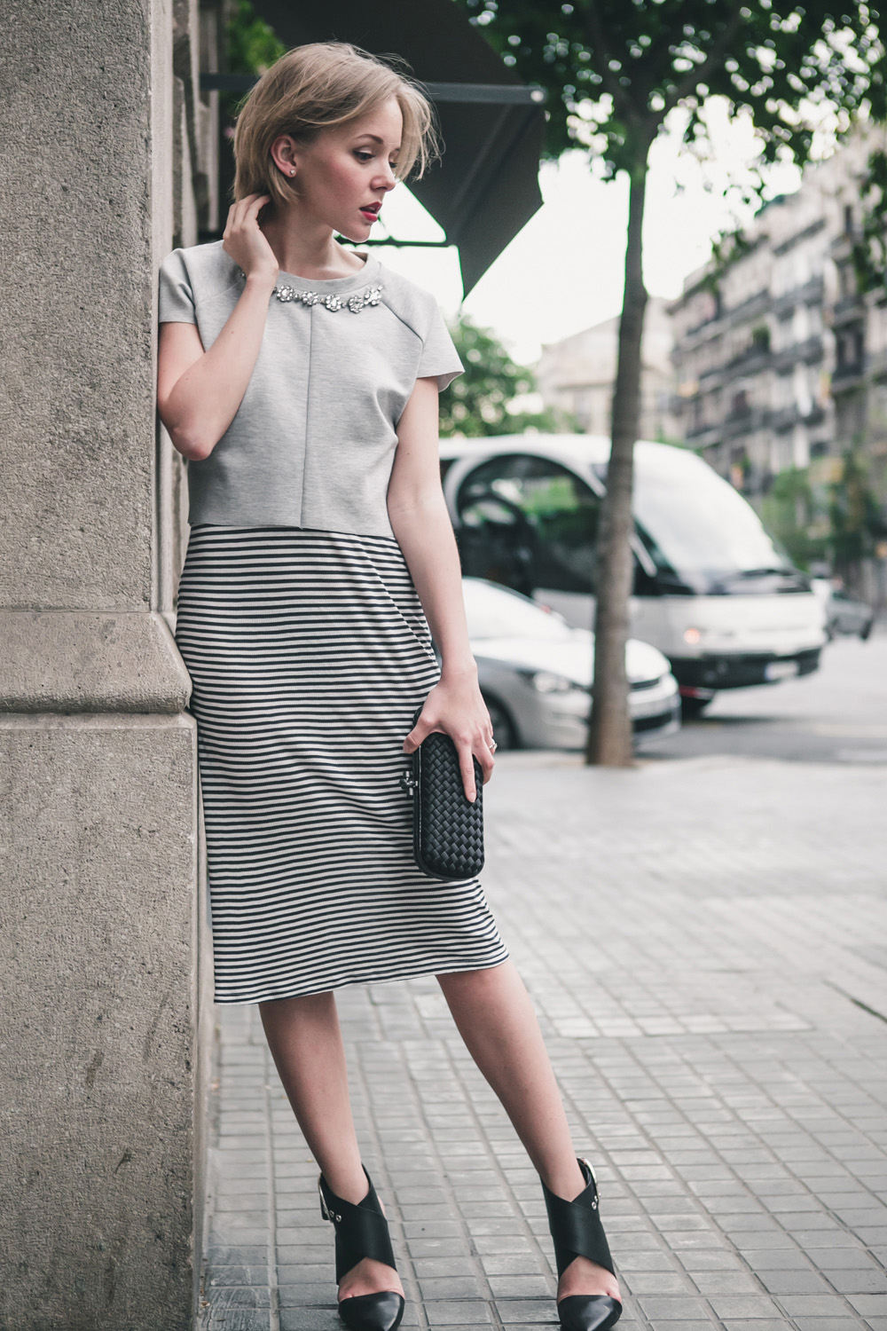 darya kamalova fashion blogger from thecablook in trip in Barcelona Spain with Pronovias wearing zara striped dress bottega veneta knot clutch for press dinner-0962