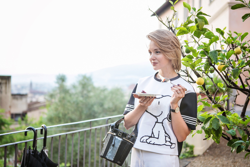darya kamalova from thecablook in florence with luisaviaroma firenze4ever stylelab wearing fay total look snoopy-34