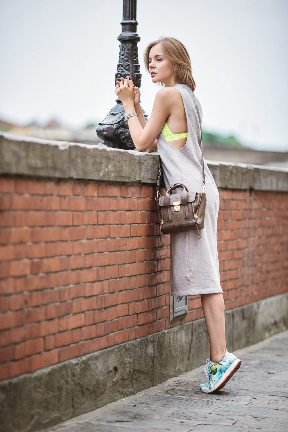 darya kamalova thecablook russian italian fashion blogger makes a street style in florence firenze in sporty chic outfit asos dress lace neon bra phillip lim mini pashli taupe bag-27 copy
