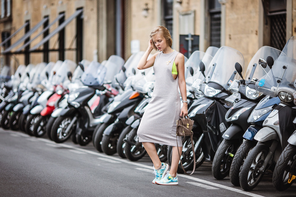 darya kamalova thecablook russian italian fashion blogger makes a street style in florence firenze in sporty chic outfit asos dress lace neon bra phillip lim mini pashli taupe bag-42 copy