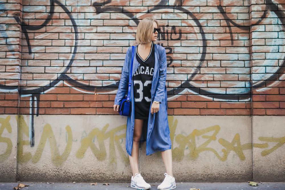 darya kamalova thecablook russian italian fashion blogger makes a street style in milan wearing asos long coat and monnier freres 31 phillip lim messenger bagin blue metallic-2-2