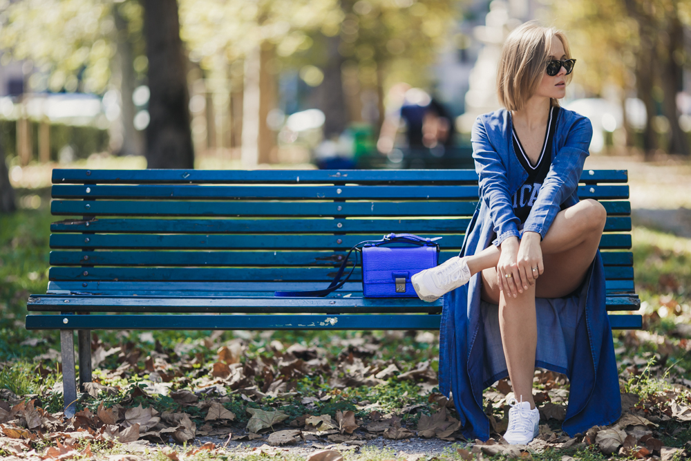darya kamalova thecablook russian italian fashion blogger makes a street style in milan wearing asos long coat and monnier freres 31 phillip lim messenger bagin blue metallic-37
