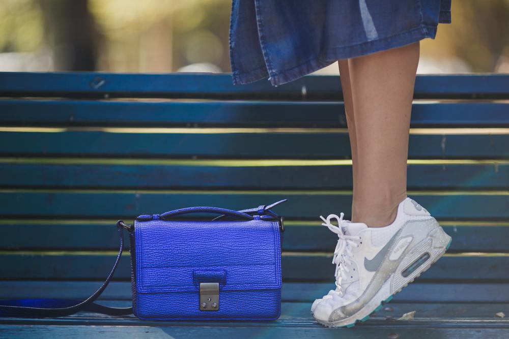 darya kamalova thecablook russian italian fashion blogger makes a street style in milan wearing asos long coat and monnier freres 31 phillip lim messenger bagin blue metallic-38