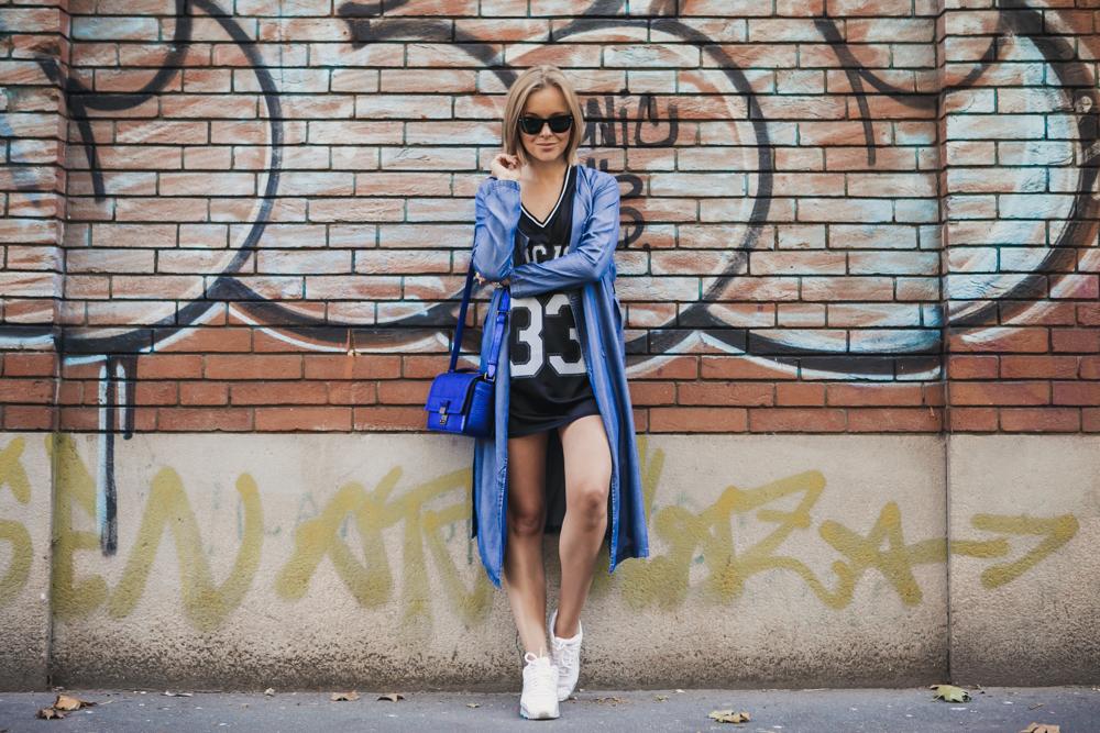 darya kamalova thecablook russian italian fashion blogger makes a street style in milan wearing asos long coat and monnier freres 31 phillip lim messenger bagin blue metallic-4-2