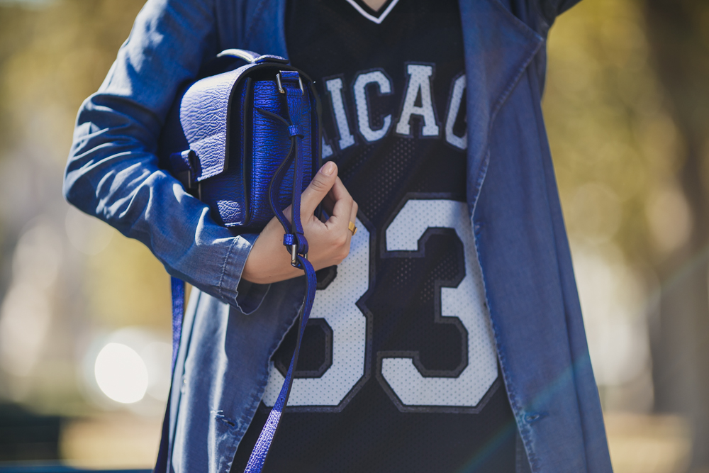 darya kamalova thecablook russian italian fashion blogger makes a street style in milan wearing asos long coat and monnier freres 31 phillip lim messenger bagin blue metallic-40