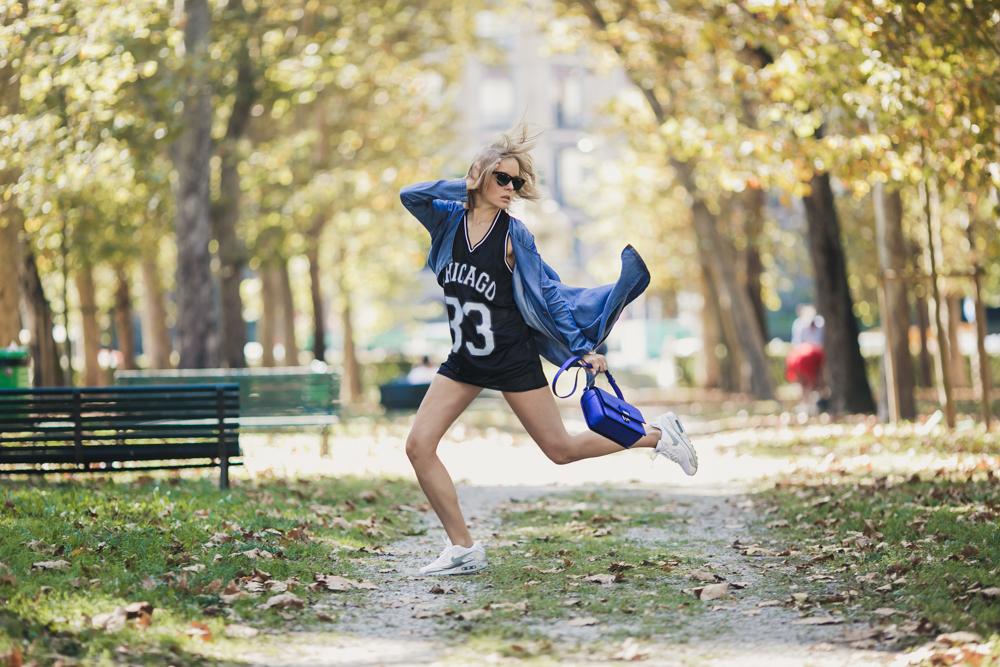darya kamalova thecablook russian italian fashion blogger makes a street style in milan wearing asos long coat and monnier freres 31 phillip lim messenger bagin blue metallic-44