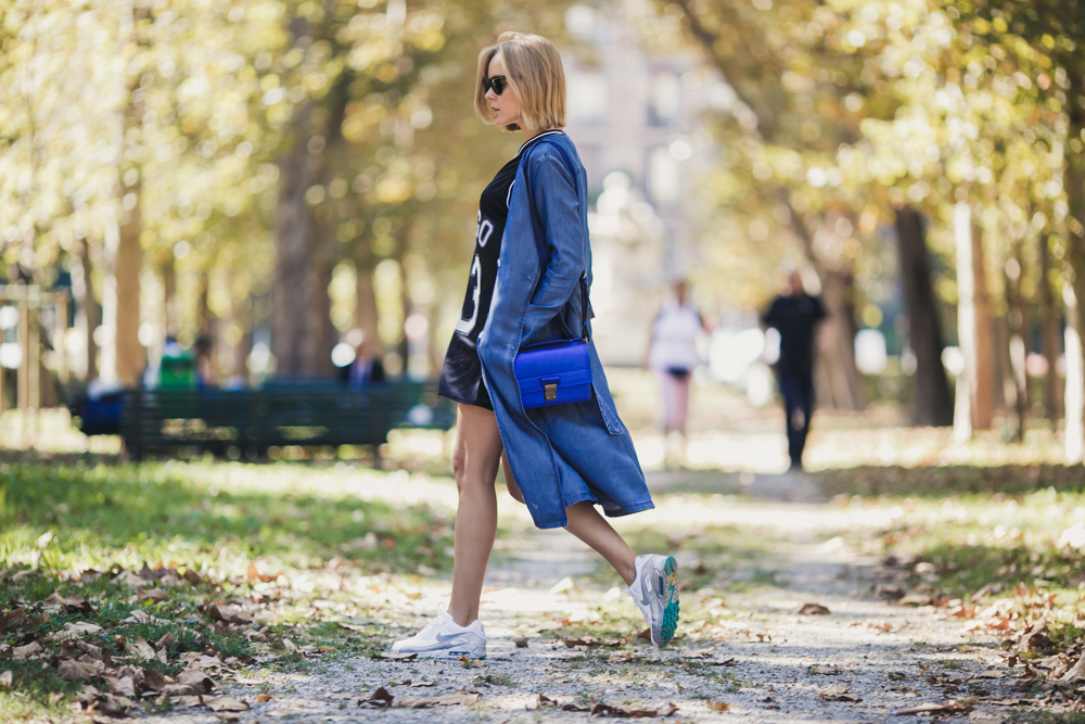 darya kamalova thecablook russian italian fashion blogger makes a street style in milan wearing asos long coat and monnier freres 31 phillip lim messenger bagin blue metallic-7