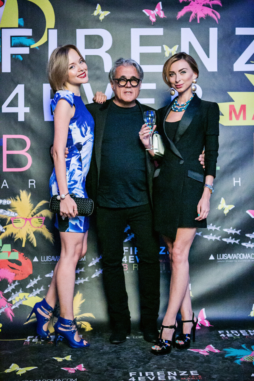 darya kamalova thecablook russian italian fashion blogger with eugenia applebum on firenze4ever blue city party in florence firenze in a blue sheinside dress missguided heels sandals and bottega veneta knot black clutch_-9 copy