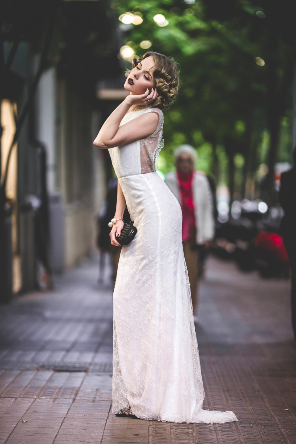 darya kamalova fashion blogger from thecablook in trip in Barcelona Spain with Pronovias 2015 wedding dresses collection catwalk wearing uel camilo white gown bottega veneta knot clutch and black lips-1722
