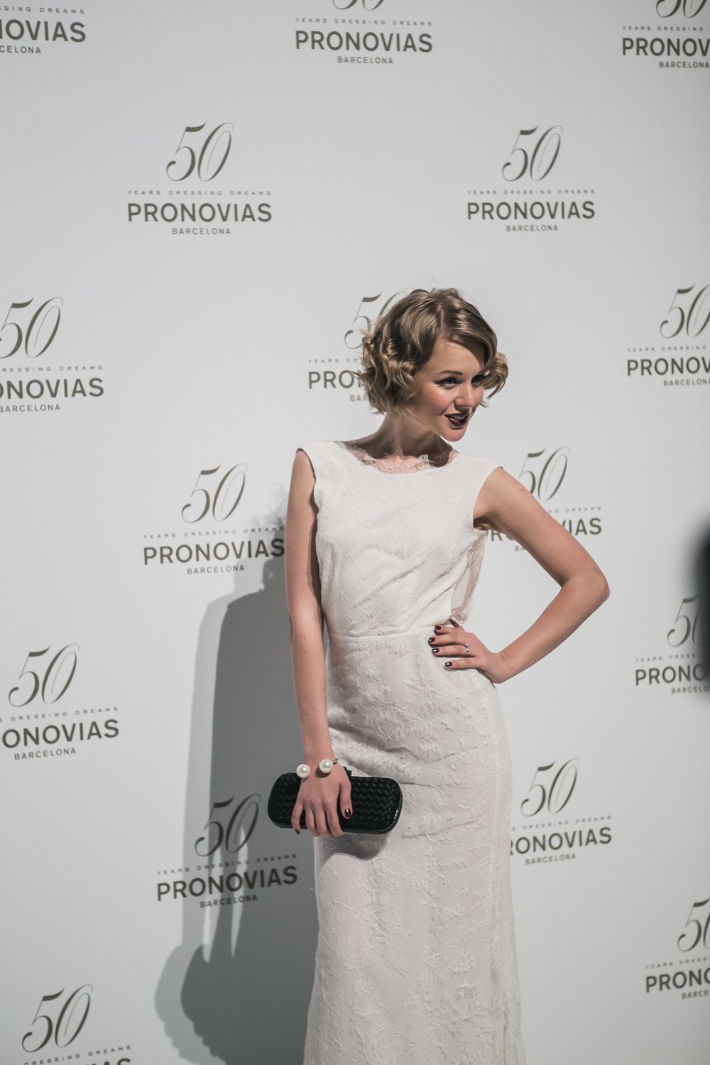 darya kamalova fashion blogger from thecablook in trip in Barcelona Spain with Pronovias 2015 wedding dresses collection catwalk wearing uel camilo white gown bottega veneta knot clutch and black lips-2173
