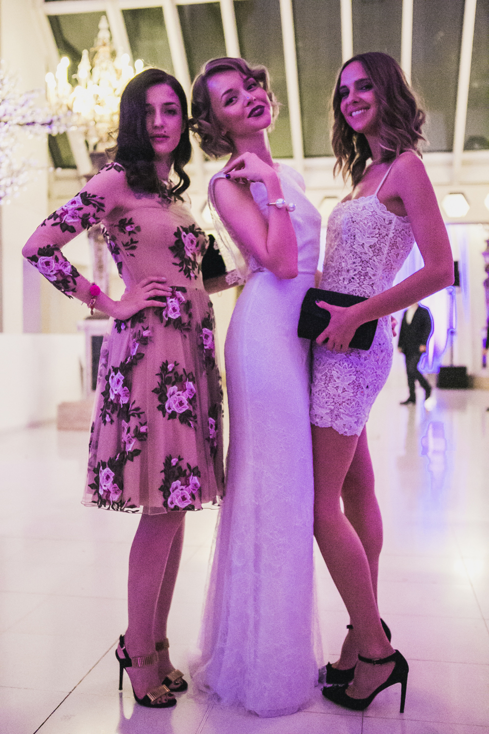 darya kamalova fashion blogger from thecablook in trip in Barcelona Spain with Pronovias 2015 wedding dresses collection catwalk wearing uel camilo white gown bottega veneta knot clutch and black lips-2926