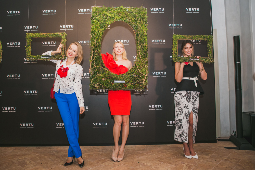 darya kamalova fashion lifestyle blogger thecablook com on veru asterlife aster event in milan italy wearing rafinad suit gucci heels celine classic box bag-8465