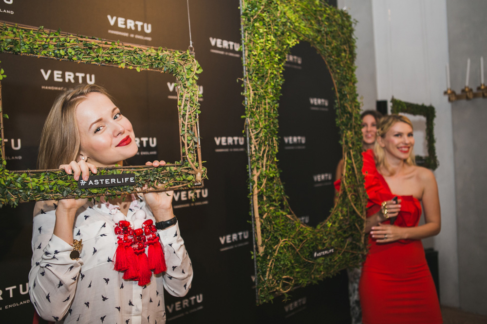 darya kamalova fashion lifestyle blogger thecablook com on veru asterlife aster event in milan italy wearing rafinad suit gucci heels celine classic box bag-8482