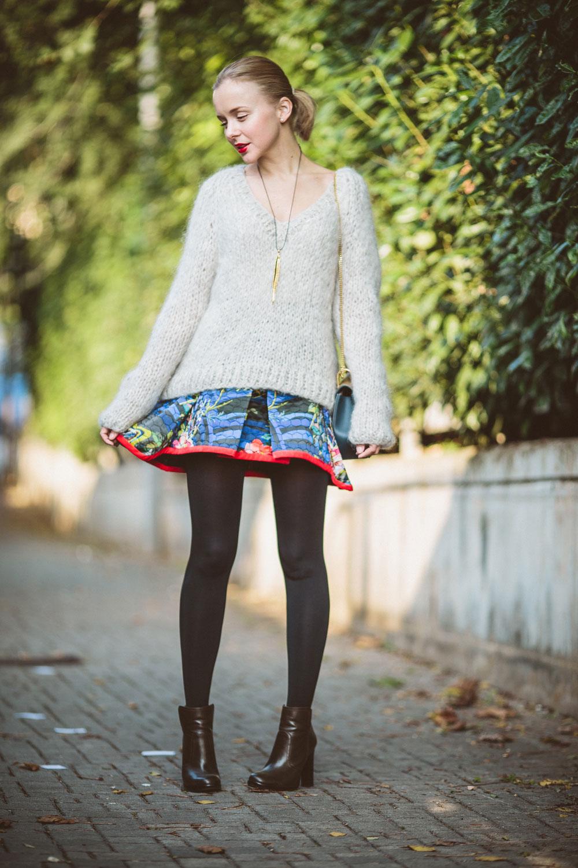 darya-kamalova-thecablook-vertu-asterlife-aster-wearing-chloe-drew-bag-leitmotiv-skirt-mesdemoiselles-sweater-tory-burch-booties-red-lips-9110