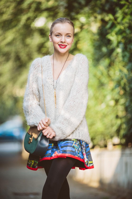 darya-kamalova-thecablook-vertu-asterlife-aster-wearing-chloe-drew-bag-leitmotiv-skirt-mesdemoiselles-sweater-tory-burch-booties-red-lips-9138