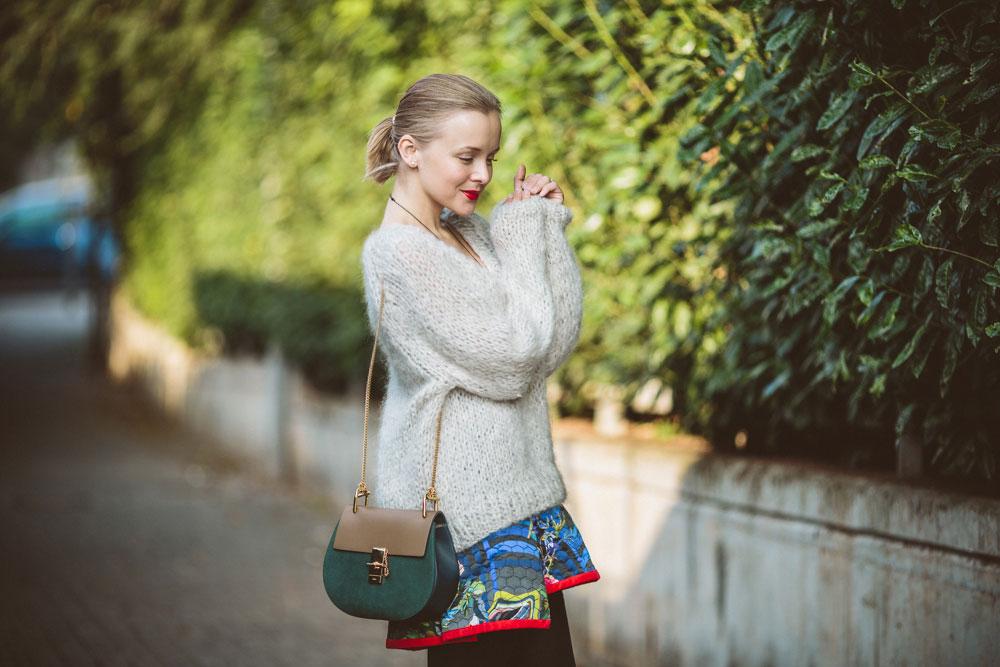 darya-kamalova-thecablook-vertu-asterlife-aster-wearing-chloe-drew-bag-leitmotiv-skirt-mesdemoiselles-sweater-tory-burch-booties-red-lips-9172