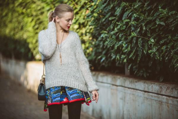 darya-kamalova-thecablook-vertu-asterlife-aster-wearing-chloe-drew-bag-leitmotiv-skirt-mesdemoiselles-sweater-tory-burch-booties-red-lips-9179