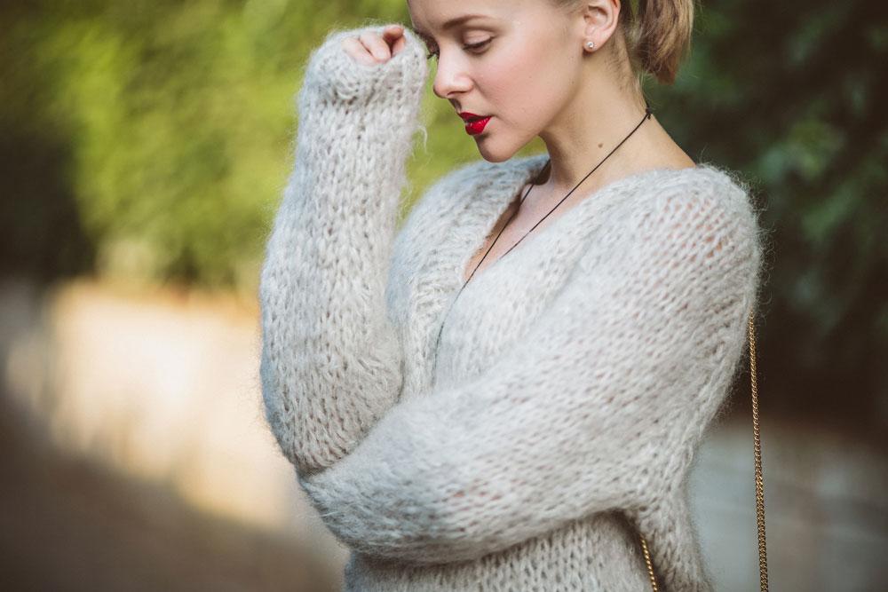 darya-kamalova-thecablook-vertu-asterlife-aster-wearing-chloe-drew-bag-leitmotiv-skirt-mesdemoiselles-sweater-tory-burch-booties-red-lips-9196