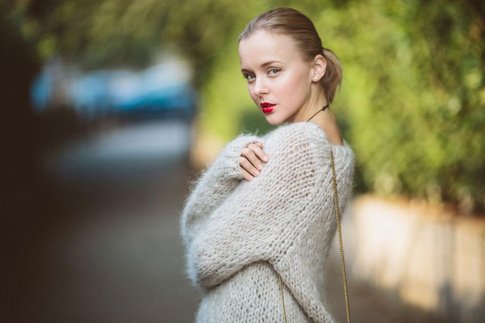 darya-kamalova-thecablook-vertu-asterlife-aster-wearing-chloe-drew-bag-leitmotiv-skirt-mesdemoiselles-sweater-tory-burch-booties-red-lips-9197