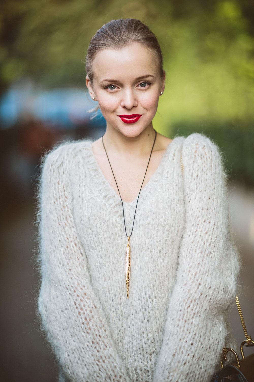 darya-kamalova-thecablook-vertu-asterlife-aster-wearing-chloe-drew-bag-leitmotiv-skirt-mesdemoiselles-sweater-tory-burch-booties-red-lips-9209