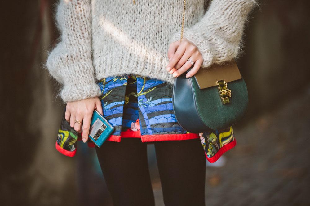 darya-kamalova-thecablook-vertu-asterlife-aster-wearing-chloe-drew-bag-leitmotiv-skirt-mesdemoiselles-sweater-tory-burch-booties-red-lips-9218