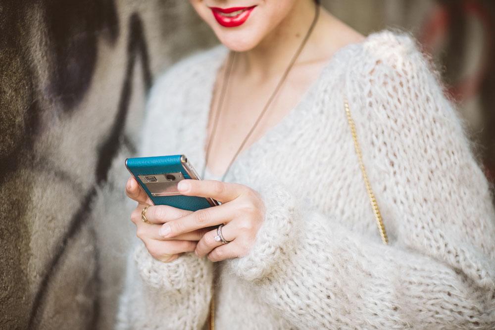 darya-kamalova-thecablook-vertu-asterlife-aster-wearing-chloe-drew-bag-leitmotiv-skirt-mesdemoiselles-sweater-tory-burch-booties-red-lips-9222
