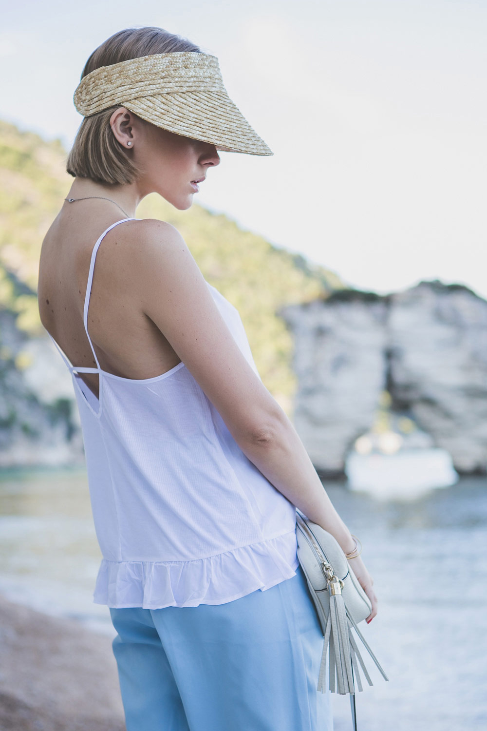 darya-kamalova-thecablook-fashion-lifestyle-blogger-from-thecablook-com-in-puglia-gargano-baia-dei-faraglioni-allegro-italia-in-asos-visor-and-blue-frontrowshop-shorts-with-gucci-disco-soho-bag-1586