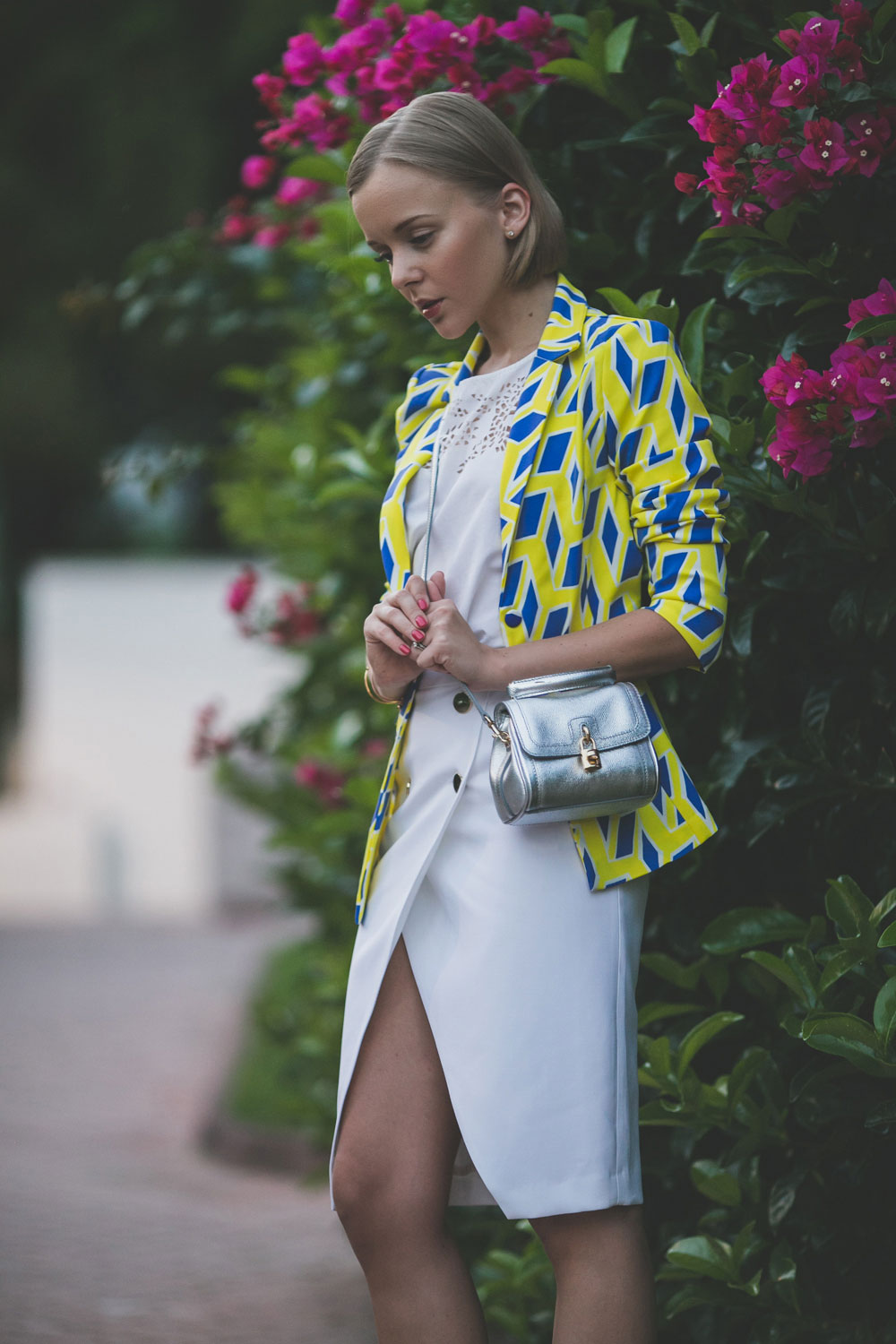 darya-kamalova-thecablook-fashion-lifestyle-blogger-from-thecablook-com-in-puglia-gargano-baia-dei-faraglioni-allegro-italia-in-zara-white-skirt-dolce-gabbana-crossbody-bag-missguided-blue-sandals-1738