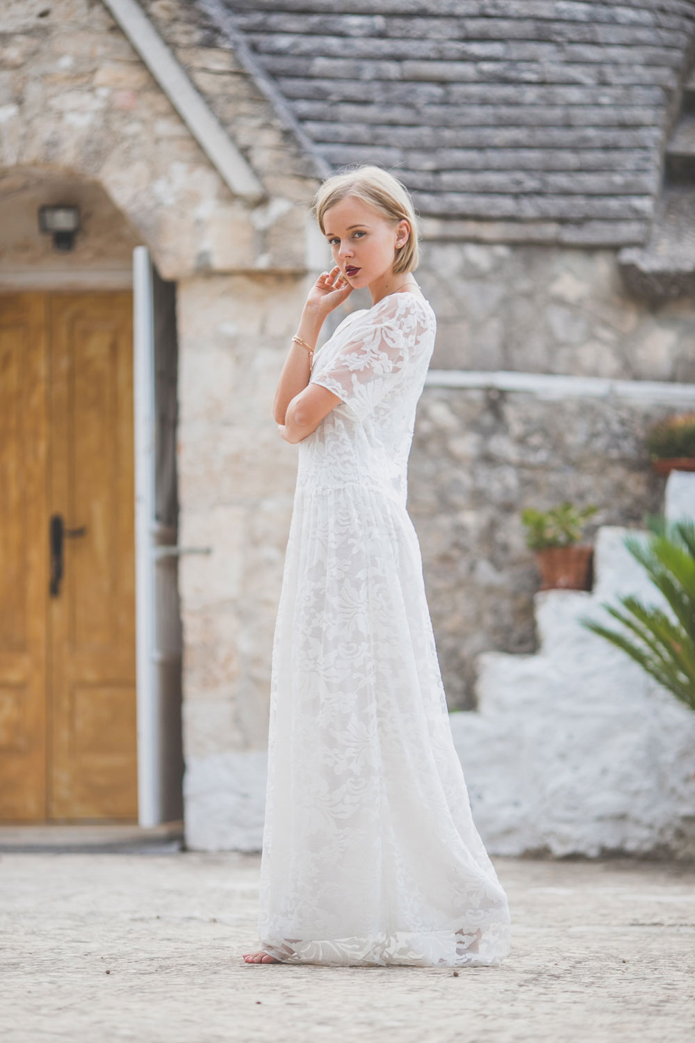 darya-kamalova-thecablook-fashion-lifestyle-blogger-from-thecablook-com-in-agri-trulli-in-puglia-south-italy-wearing-gat-rimon-white-maxi-lace-dress-4009