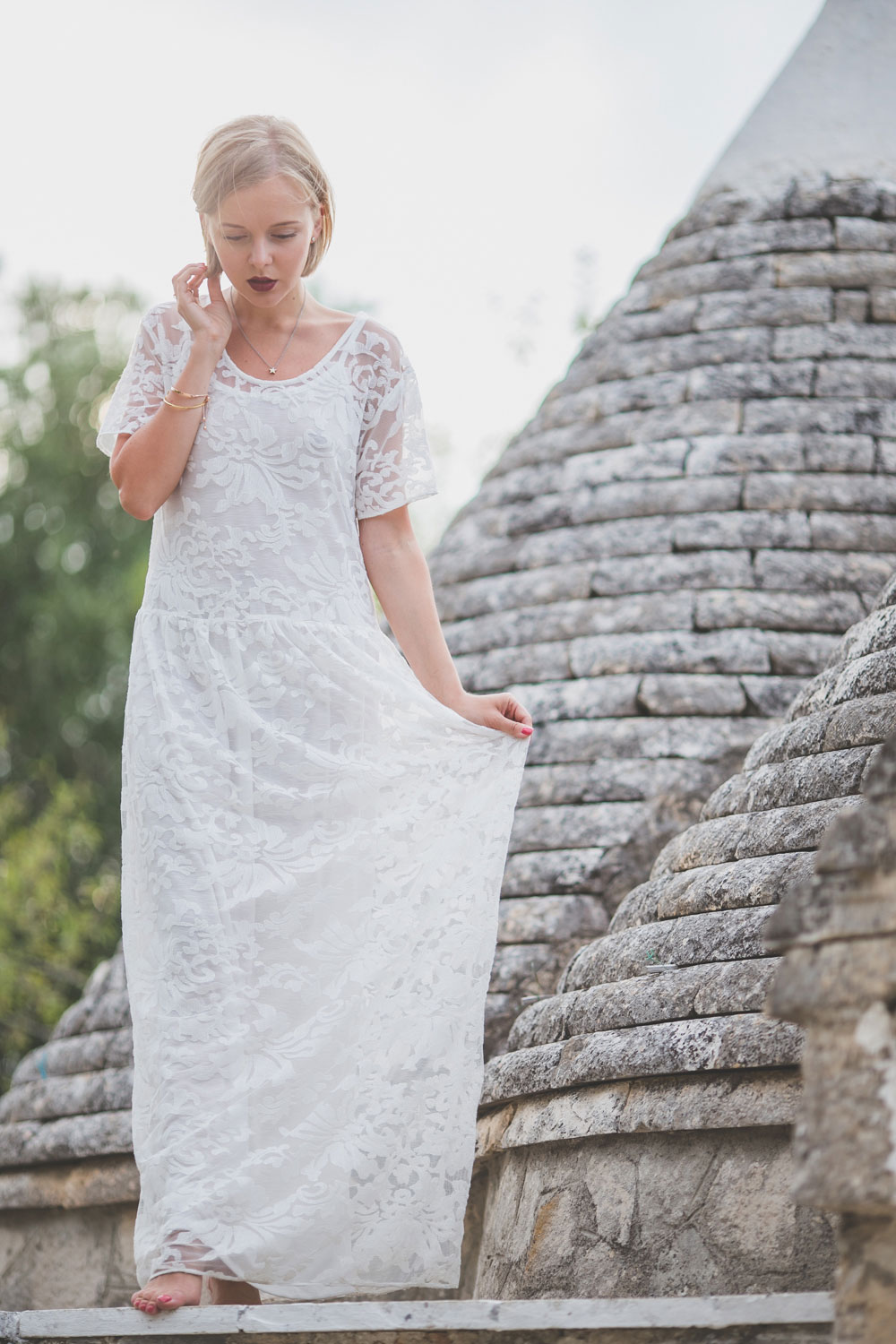 darya-kamalova-thecablook-fashion-lifestyle-blogger-from-thecablook-com-in-agri-trulli-in-puglia-south-italy-wearing-gat-rimon-white-maxi-lace-dress-4015