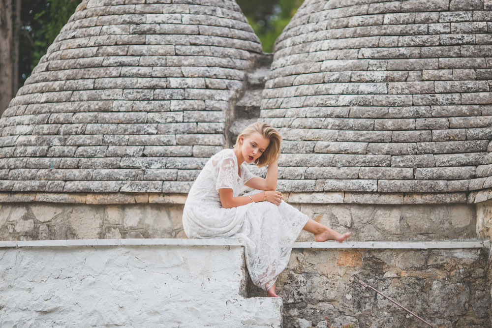 darya-kamalova-thecablook-fashion-lifestyle-blogger-from-thecablook-com-in-agri-trulli-in-puglia-south-italy-wearing-gat-rimon-white-maxi-lace-dress-4026
