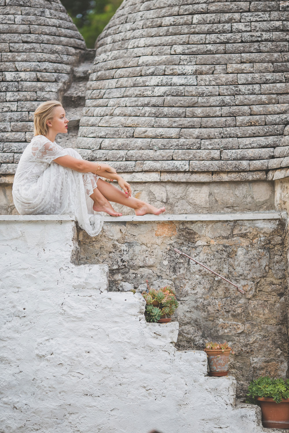 darya-kamalova-thecablook-fashion-lifestyle-blogger-from-thecablook-com-in-agri-trulli-in-puglia-south-italy-wearing-gat-rimon-white-maxi-lace-dress-4033