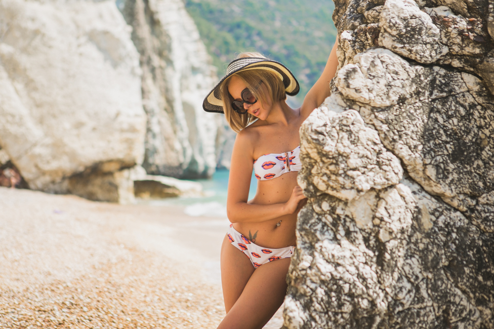 darya kamalova thecablook fashion lifestyle blogger from thecablook com in baia dei faraglioni in puglia south italy wearing river island kisses bikini and straw hat-3302