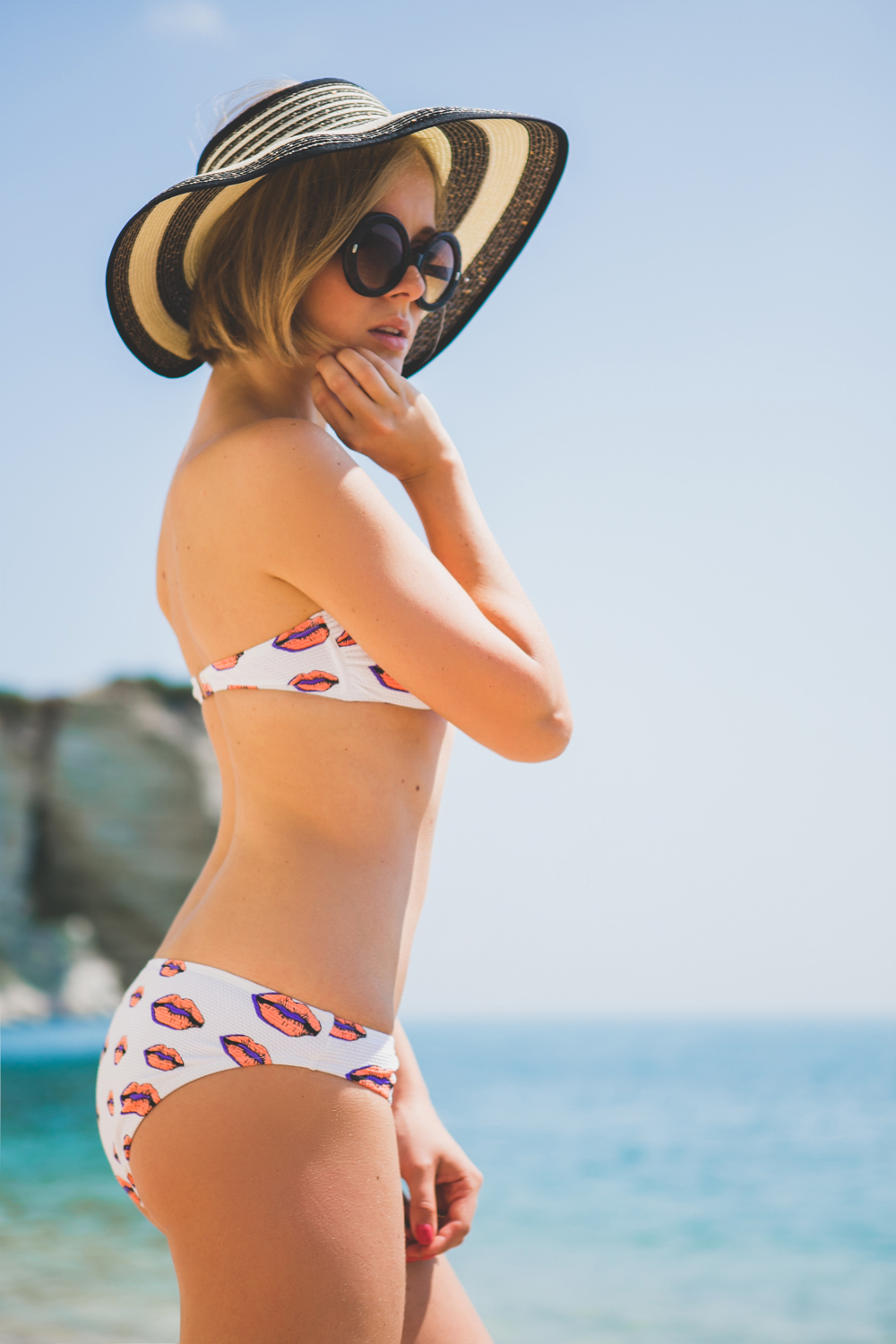 darya kamalova thecablook fashion lifestyle blogger from thecablook com in baia dei faraglioni in puglia south italy wearing river island kisses bikini and straw hat-3394