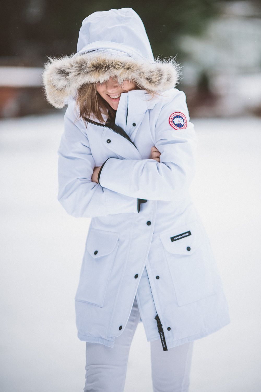darya kamalova thecablook fashion lifestyle blogger from thecablook com in the mountains wearing moonboots and canada goose trillium white downcoat and asos jeans in italy under the snow-9174
