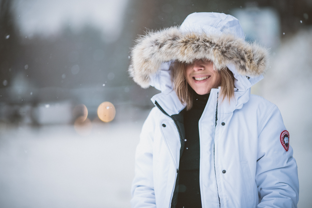 darya kamalova thecablook fashion lifestyle blogger from thecablook com in the mountains wearing moonboots and canada goose trillium white downcoat and asos jeans in italy under the snow-9253