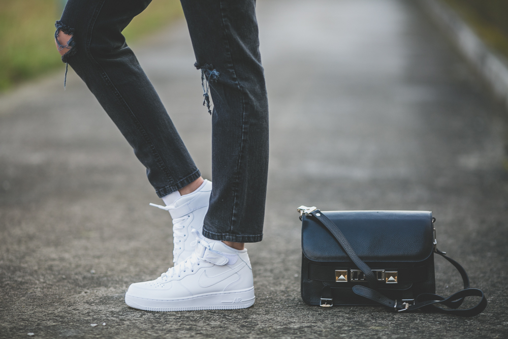 darya kamalova thecablook fashion lifestyle russian italian blogger wears asos total look with nike white air force and proenza schouler ps11 black bag-9891
