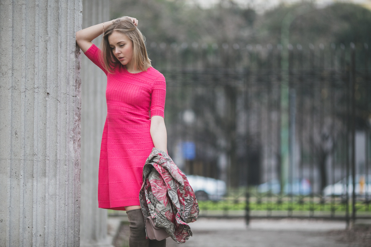 darya kamalova thecablook fashion lifestyle russian italian blogger wears mmissoni pink dress with stuart weitzman over knee boots etro coat and valentino glamrock cipria bag-1965
