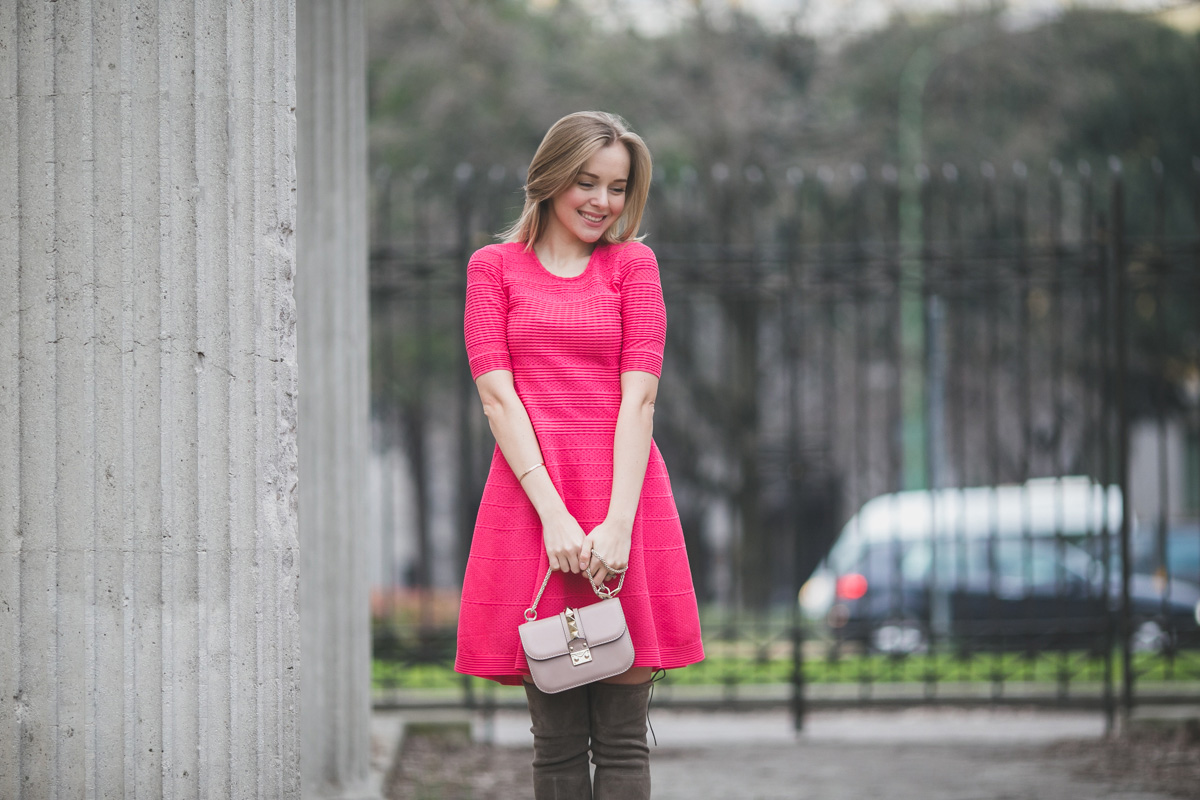 darya kamalova thecablook fashion lifestyle russian italian blogger wears mmissoni pink dress with stuart weitzman over knee boots etro coat and valentino glamrock cipria bag-2068