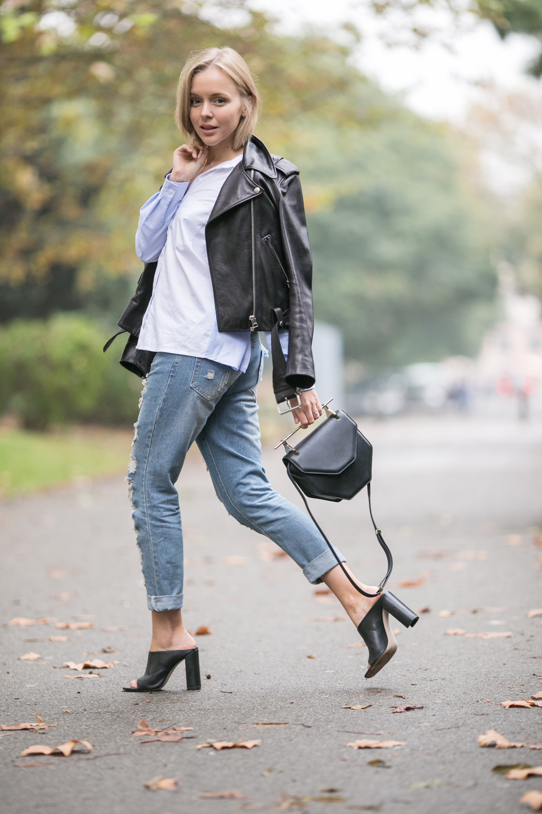 darya kamalova thecablook russian fashion lifestyle blogger in italy outfit spring acne mape leather jacket with boyfriend ripped jeans mules ans m2malletier black bag-15