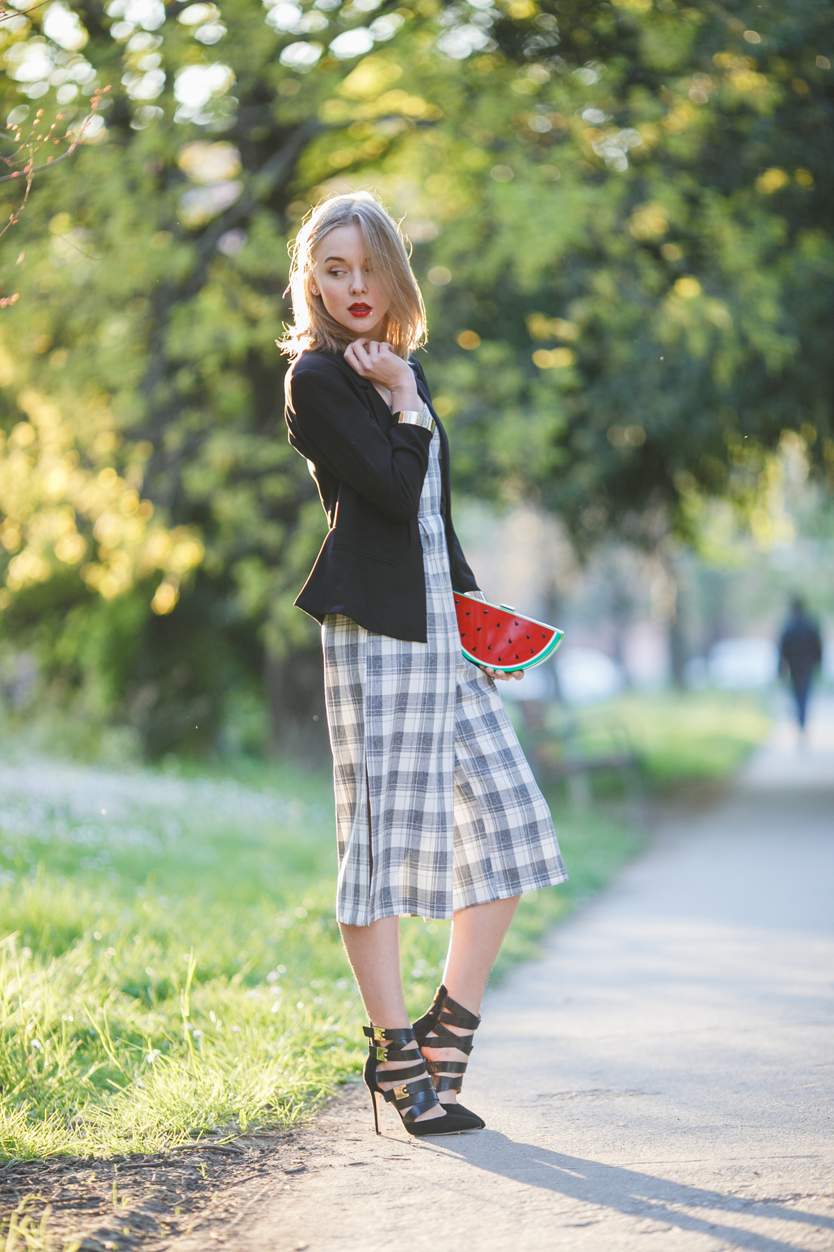 darya kamalova thecablook fashion lifestyle russian italian blogger wears lulus strapless jumpsuit with watermelon plastic clutch and guess by marciano black jacket and booties-11