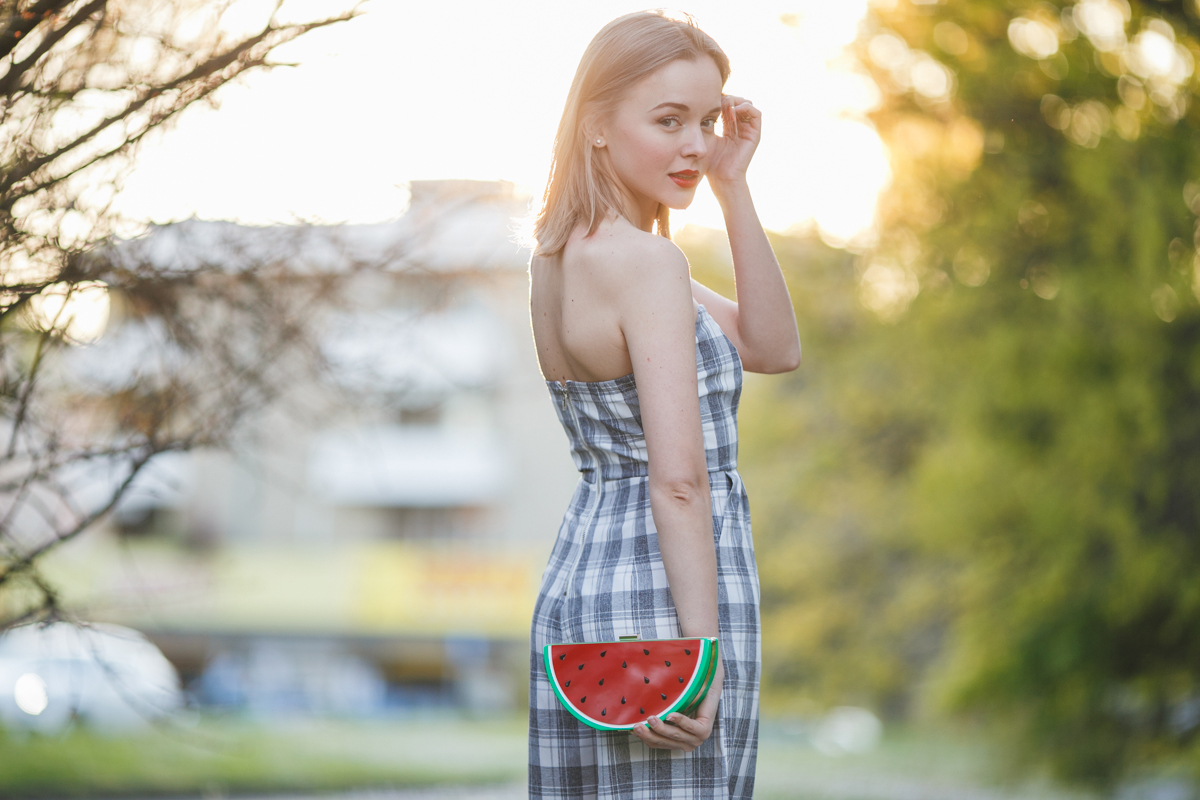 darya kamalova thecablook fashion lifestyle russian italian blogger wears lulus strapless jumpsuit with watermelon plastic clutch and guess by marciano black jacket and booties-38